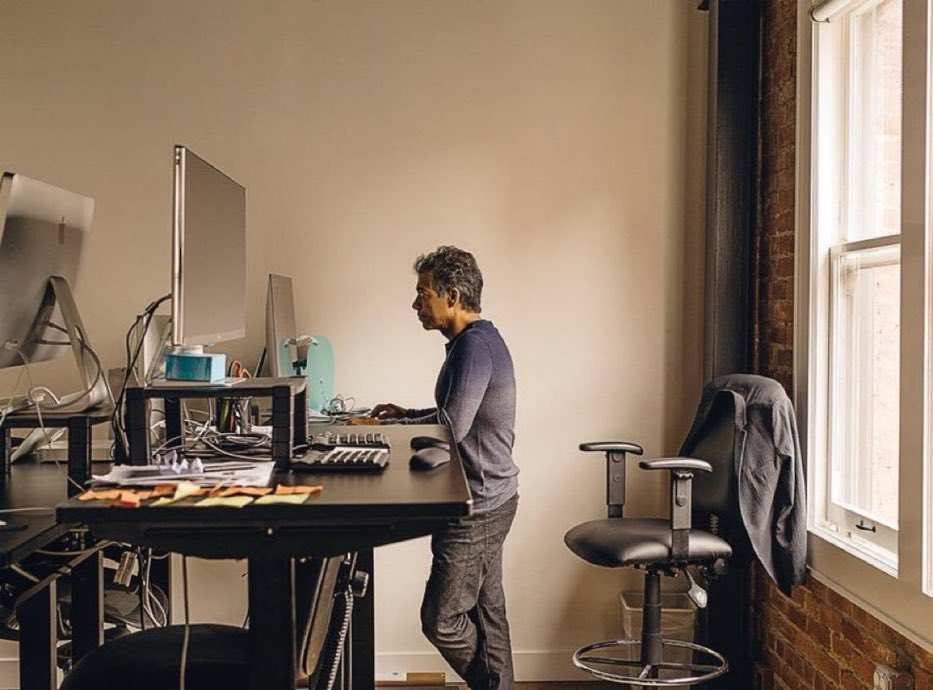 A busy calendar and a busy mind will destroy your ability to do great things in this world.  If you want to be able to do great things, whether you are a musician, an entrepreneur, or an investor, you need free time and you need a free mind. —@naval<br>http://pic.twitter.com/MGhxTbfcX2