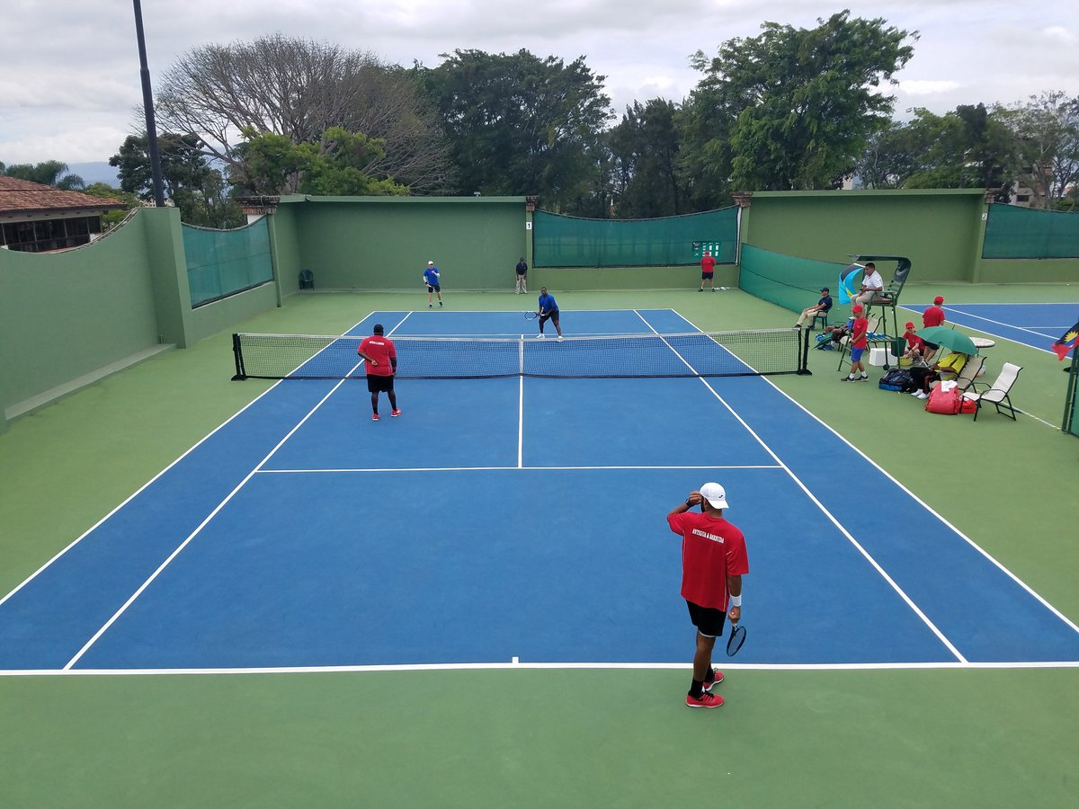 After splitting rubbers it all comes down to doubles in match #Bahamas vs #antiguabarbuda in #daviscup zone 3. Let's go #teambahamas #bahamstennis