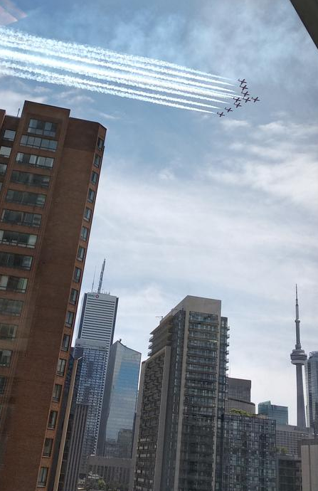 #WeTheNorth http://RAP.TO/RS  #WeTheChamps#Snowbirds entertain over the #RaptorsParade #RaptorsIn6ix #NBACHAMPS2019 #NBA #TORONTO #Raptors #raptorsnbachampions #parade #Champions #Drake doing flybys over the #6ix #Raps #rap #Toronto #music #sonicboom #airshow