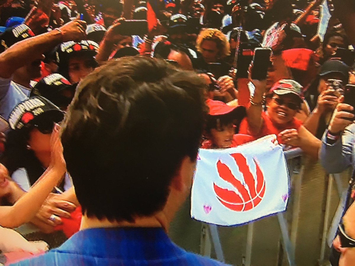 Prime Minister @JustinTrudeau shaking hands and signing autographs for fans at the @Raptors rally in TO #cdnpoli #WeTheNorth<br>http://pic.twitter.com/nOObOgprpS