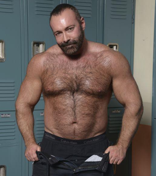 amateur video man loves having gay sex performed on him