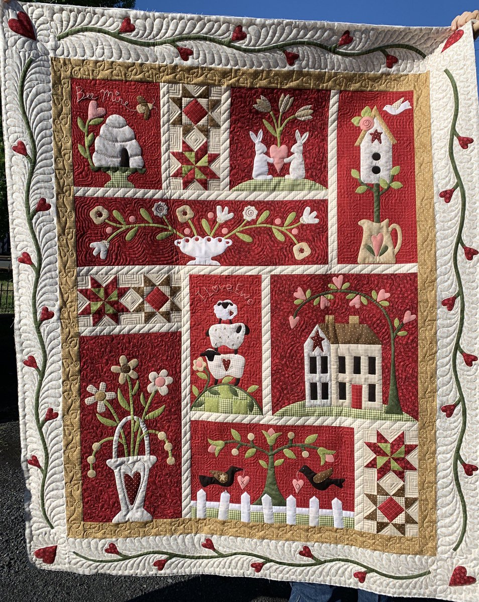 """This sweet and lovely """"From the Heart"""" Quilt is finished, all Hand-guided custom quilting! My custom quilting turn around is currently 6 weeks. #customquilting #fromtheheartquilt #quiltersofinstagram #quiltsofinstagrm https://t.co/a7fGAVZtyo"""