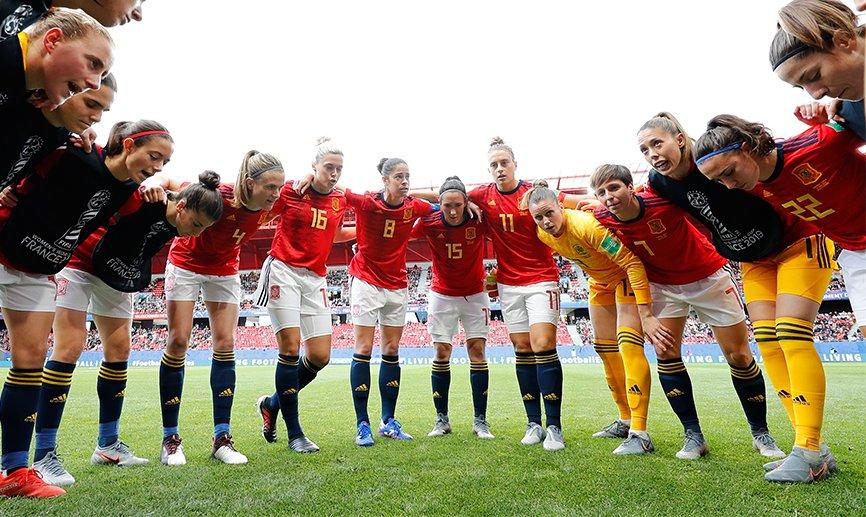 📅 AGENDA   Y tras lograr el pase a octavos, esto lo que tienen por delante nuestras internacionales antes del próximo duelo.  Estados Unidos 🇺🇸 o Suecia 🇸🇪 serán nuestro rival.  🔗 http://bit.ly/1706Agenda  #JugarLucharYGanar