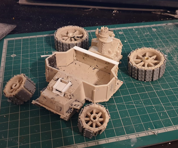 Today I've been working on restoring an original #40k #ork Battlewagon from Rogue Trader. It was in pretty bad condition and there are tons of bits that I need to completely rebuild from scratch. #warmongers #warhammer40k #miniaturemonday