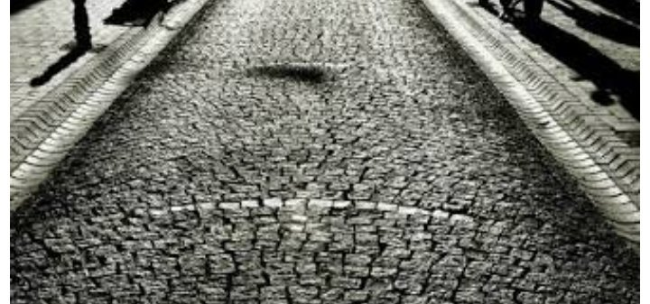 """""""Sokaktayım, #kimsesiz bir sokak ortasında; Yürüyorum, arkama bakmadan yürüyorum. Yolumun karanlığa saplanan noktasında, Sanki beni bekleyen bir #hayal görüyorum...""""                         -----Kaldırımlar   #NecipFazılKısakürek  #GeceyeBirNot #bugunlukyeter"""