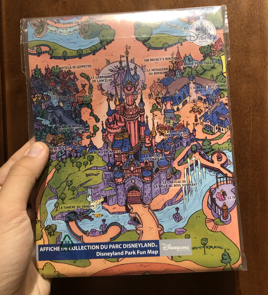 GIVEAWAY 5: Follow us, retweet and like this tweet to enter for a chance to win a GIANT Disneyland Paris fun map! <br>http://pic.twitter.com/ZoXonKgYn2