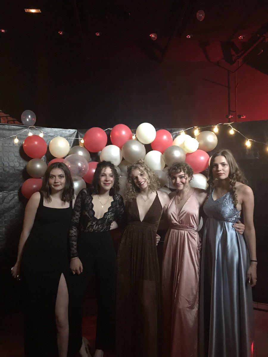 💃Le #Baldepromo 2019 a été une belle réussite cette année encore! Pour cette soirée sur le thème du #festivaldecannes, les élèves de Tale ont revêtu leurs habits de lumière: smoking et robes de soirée étaient de rigueur ! On leur souhaite désormais une belle réussite au #BAC2019