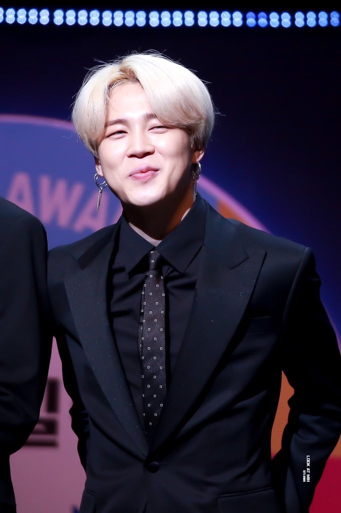 park jimin in a suit is a big fat yes <br>http://pic.twitter.com/9hiNAeMz9s