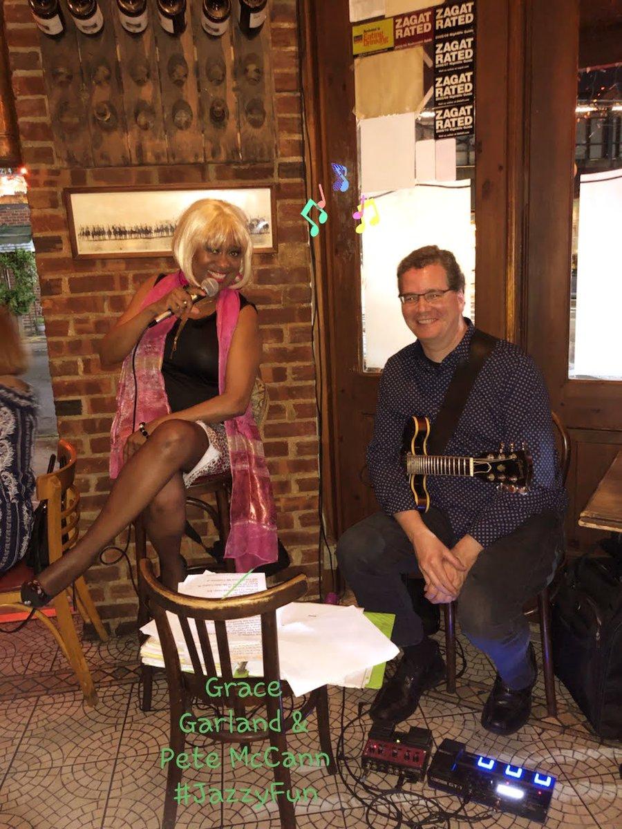 #grateful THANKS cool #Jazzguitarist @petemccannguit1 for the fun night of music!:) #JazzinBrooklyn #JazzSinger #AnywayCafe #GraceGarland #PeteMcCann https://t.co/SPR8C6Ig2V