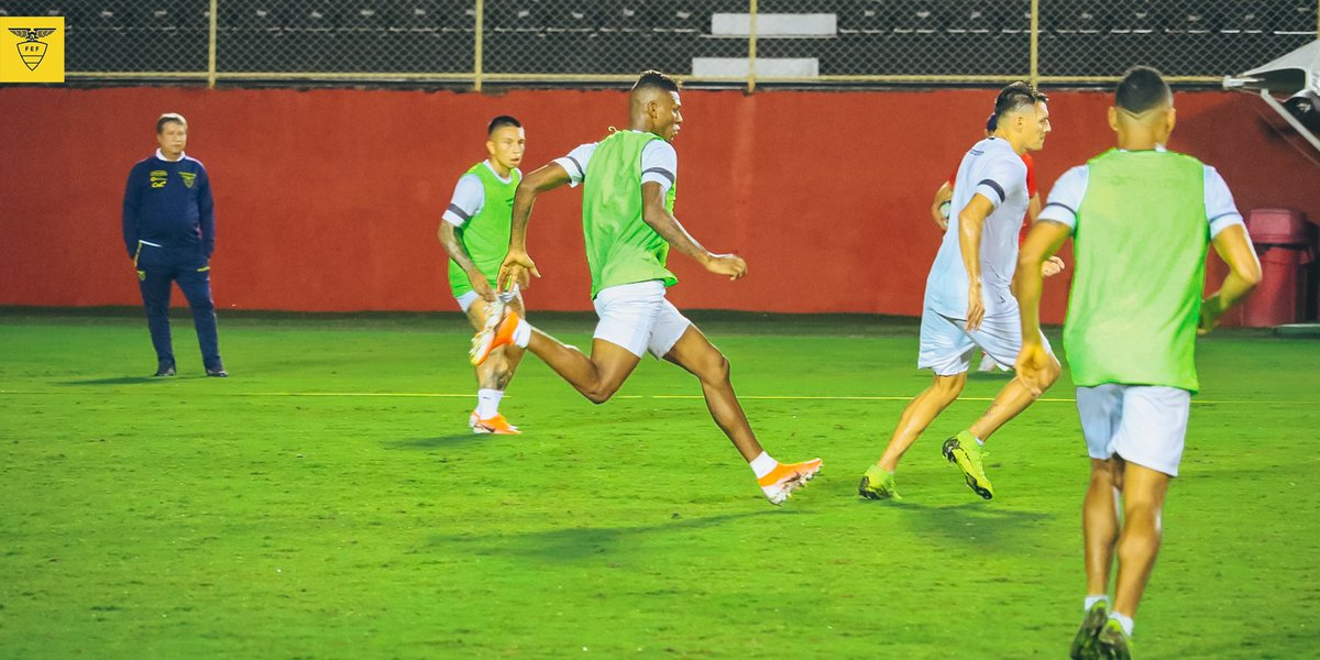 📸🇪🇨 Postales de nuestra selección ecuatoriana en el primer entrenamiento previo al encuentro ante @LaRoja.   #PorUnNuevoDesafío #CopaAmerica #VamosEcuador