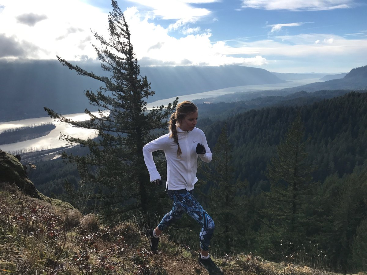 Stress fractures & other bone injuries are common in runners. Heres our deep dive into why they happen & how to prevent them: i-rn.fr/RunnerBoneHeal… Photo: Chris Neilson