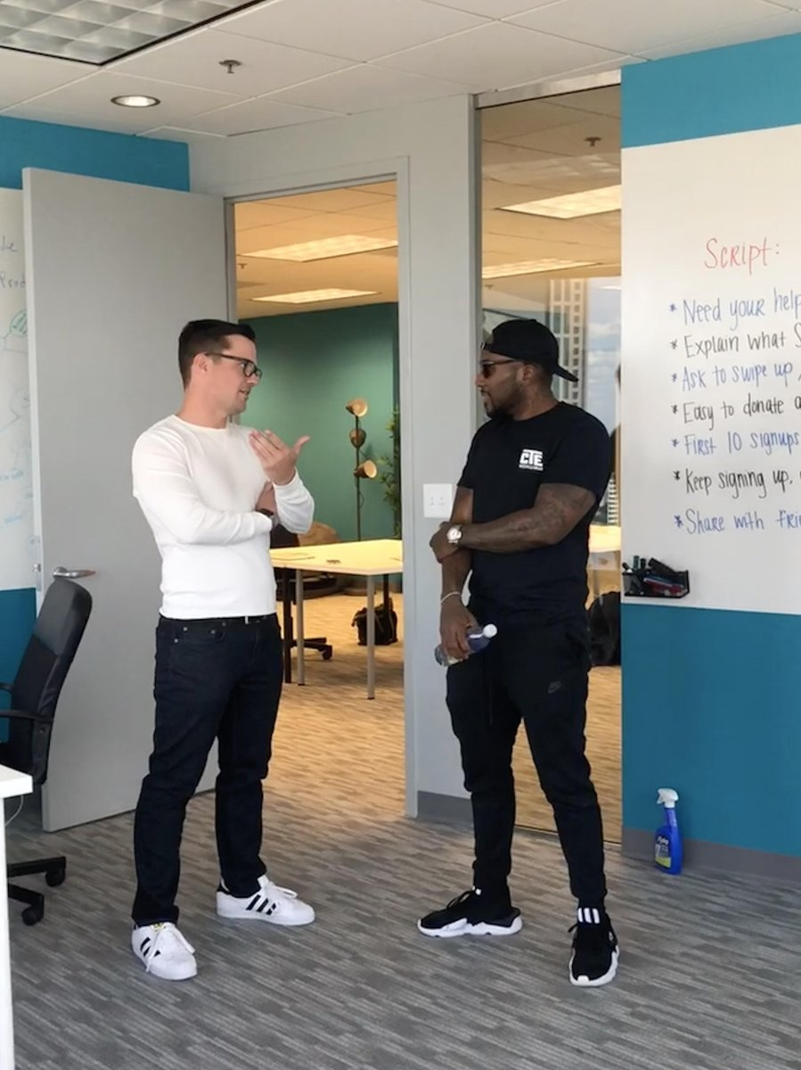 Village startup @softgiving just secured a partnership with @Jeezy! Working together to #PayItForward <br>http://pic.twitter.com/TWwWf4xoye
