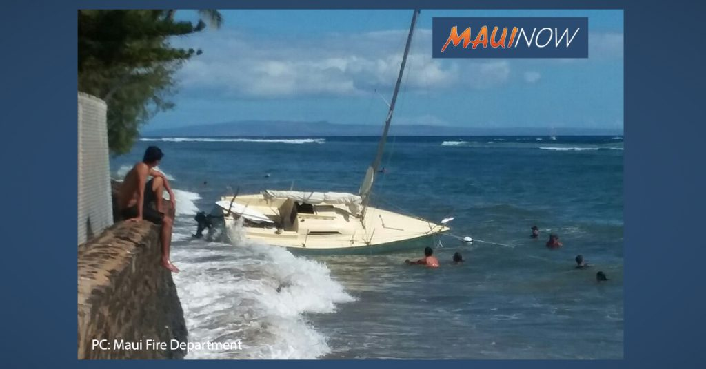 Sailboat Breaks Loose From Mooring in Lahaina  https:// mauinow.com/2019/06/17/sai lboat-breaks-loose-from-mooring-in-lahaina/?t=1560813972  … <br>http://pic.twitter.com/ltXozZ50R5