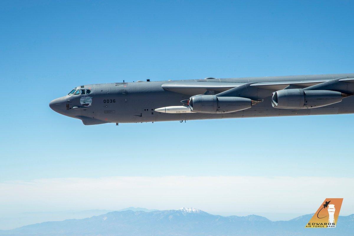 الجيش الأمريكي ينشر الصور الأولى لصاروخ AGM-183A فوق الصوتي. D9TPxiTU0AALUe3