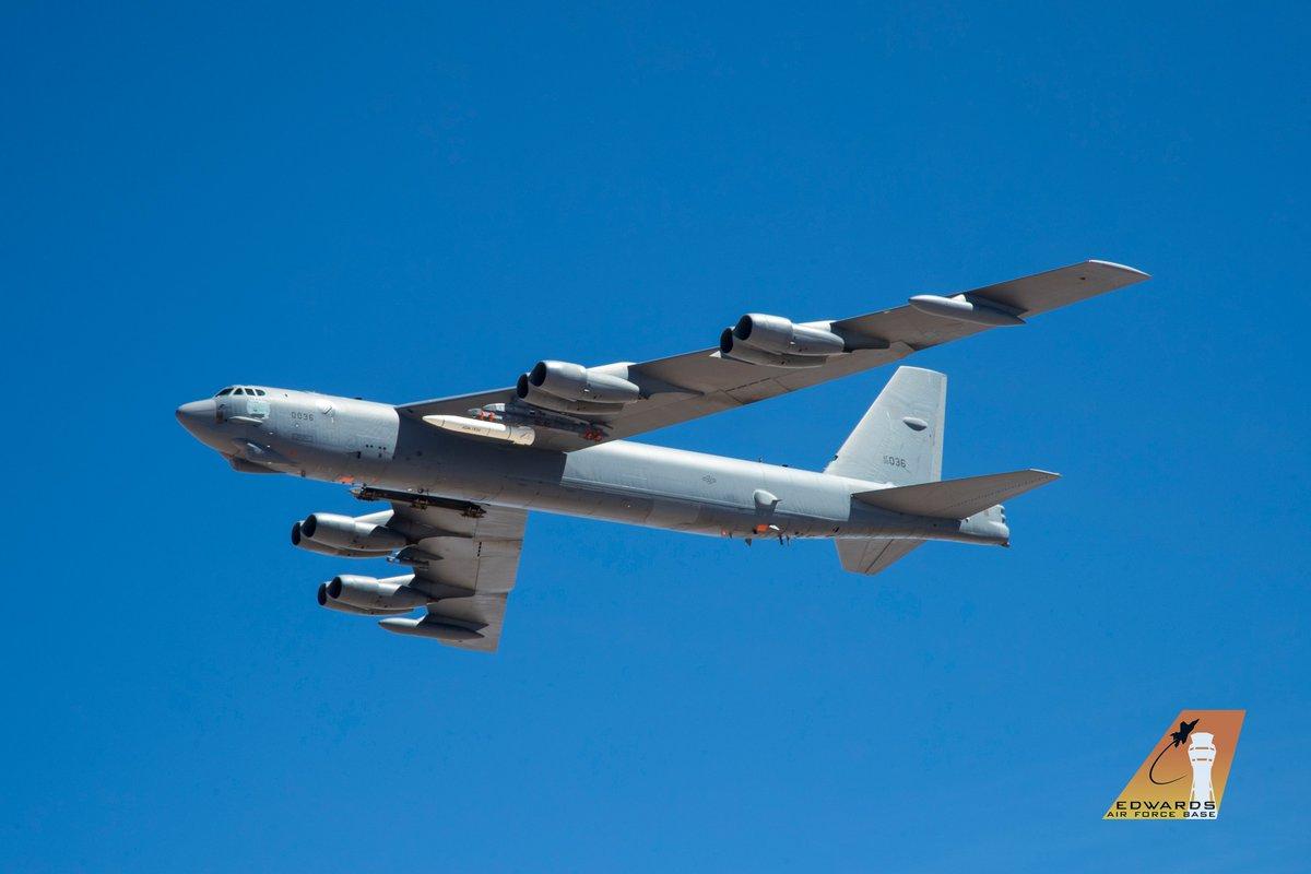 الجيش الأمريكي ينشر الصور الأولى لصاروخ AGM-183A فوق الصوتي. D9TPxiUU4AAVg_3