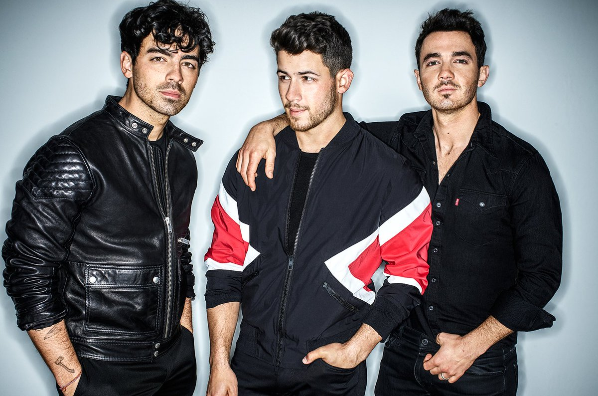 """Jonas Brothers fans say Billboard 200 No. 1 debut of #HappinessBegins proves """"how much we missed you""""  https:// blbrd.cm/lCi77I    <br>http://pic.twitter.com/OTdGedpb9m"""