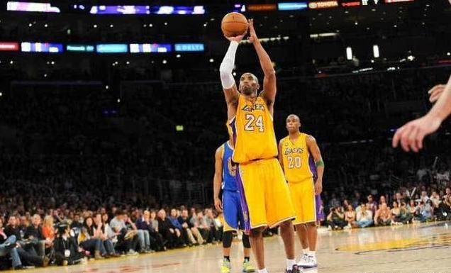 13年Kobe為什麼向湖人提前預支80%薪水?並非因為缺錢,而是目光遠大!-籃球圈
