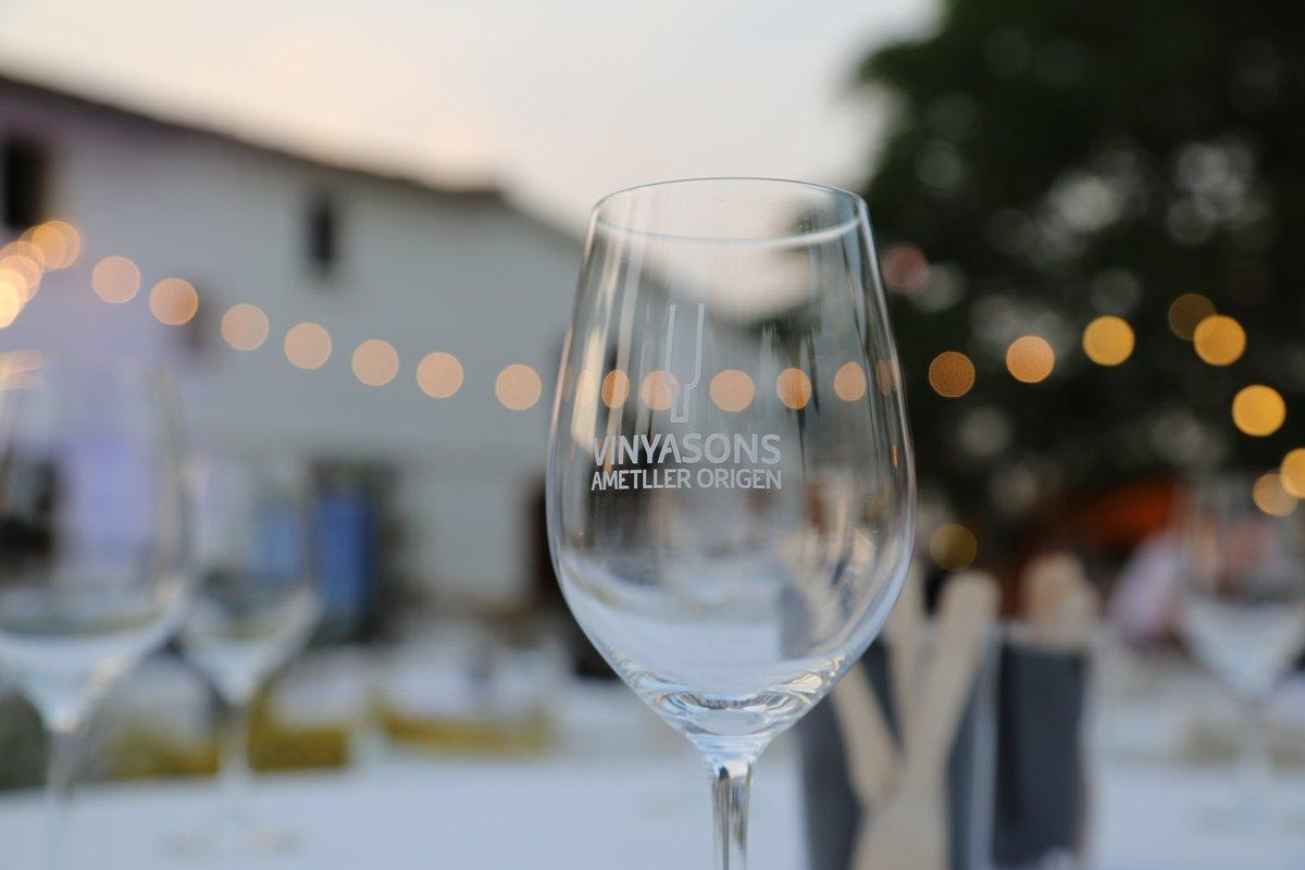 🗣Torna el @VinyaSonsAO  El maridatge de música🎶, vins🍷i gastronomia🥗 per a les nits d'estiu. ℹhttps://ja.cat/zZoPz  @el3devuit #CulturaVilafranca #Vilafranca #Música #Vi #Gastronomia