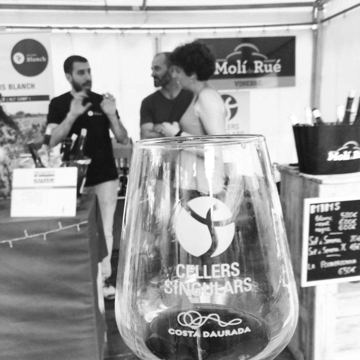 Compartint experiències, treball, recursos, projectes i valors. Així treballem els Cellers Singulars, junts. 😍🍇🚜🍷  #somcellerssingulars #cellers #cellersingulars #moments #valor #vi #vinscatalans #DOTarragona #tarragona #vino #colaboratiu #Xarxa
