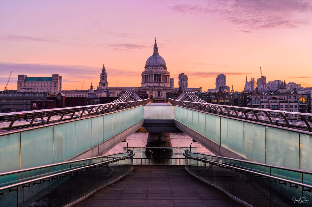 I spent the weekend in #London. I didn't get much opportunity to get out with my camera, but got up early on Sunday morning to catch the sunrise on St. Paul's Cathedral. It was beautiful to see.   #lovegreatbritan @VisitEngland <br>http://pic.twitter.com/H7qv3Ah3NH