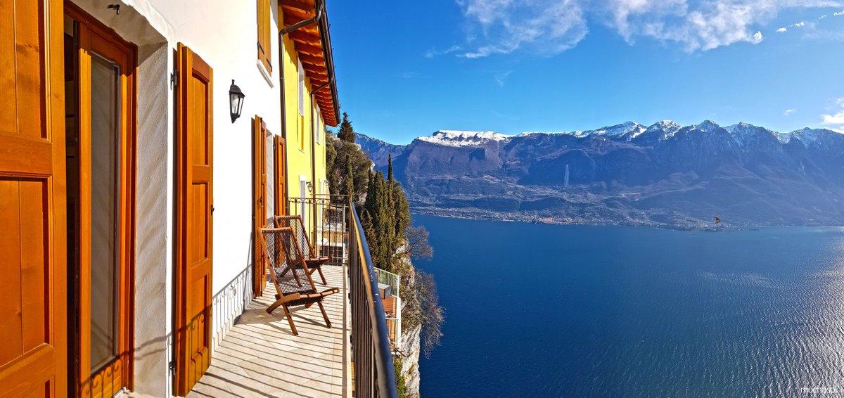 La #VillaDeLaSemaine est, cette fois-ci, un appartement ! 😯😯  Direction Tremosine, en Italie 🇮🇹   👉 http://bit.ly/Clique-Si-Tu-Ne-Nous-Crois-Pas…  #Italie #voyage #magnifique #appartement #travelling #travellife #Tremosine