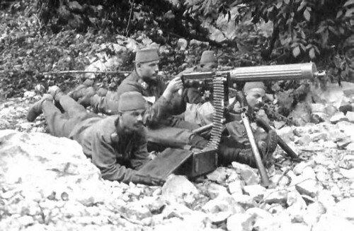 Fez-wearing Austro-Hungarian 'Bosniaken' manning a captured enemy machine gun on the Italian Front.  #WW1 #WWI #FWW #GreatWar #History #MilitaryHistory #Firearms #Bosniaken<br>http://pic.twitter.com/rQ6E0F6OVC