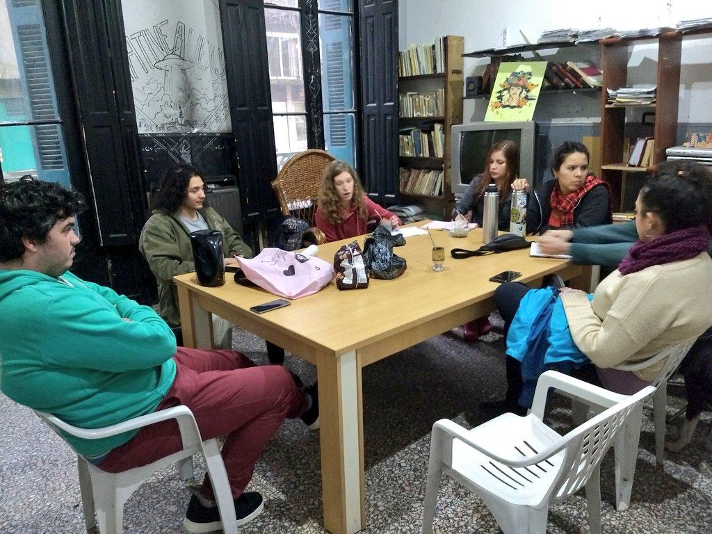 Ayer nos reunimos estudiantes de toda la provincia residiendo en La Plata para trabajar juntos en recuperar el @CUCh_LaPlata y que vuelva a ser la institución de contención y apoyo que durante 40 años ha marcado a los universitarios chubutenses en la ciudad de las diagonales 🤝