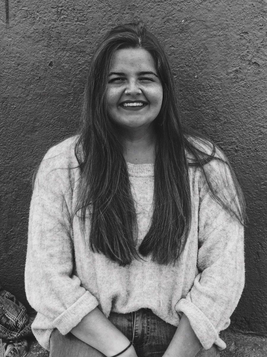 Sheila Hernández, Periodista graduada en EUSA, triunfa en Instagram con su proyecto Es.decir.   ¿Quieres saber cómo y cuándo surgió este proyecto tan innovador?➡️https://www.eusa.es/blog/sheila-hernandez-triunfa-en-instagam-con-su-innovador-proyecto-es-decir/…  #EUSAInnovacion  #EUSACreatividad #EUSAEmprendimiento #EUSALive  #EUSANetwork