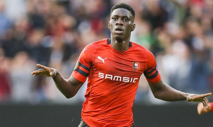Watford have had a €30m bid rejected for Ismaïla Sarr. Rennes want around €40m for the forward. Newcastle are also interested but are yet to make an offer. [@lequipe] #watfordfc<br>http://pic.twitter.com/QZyKmMD3Lt