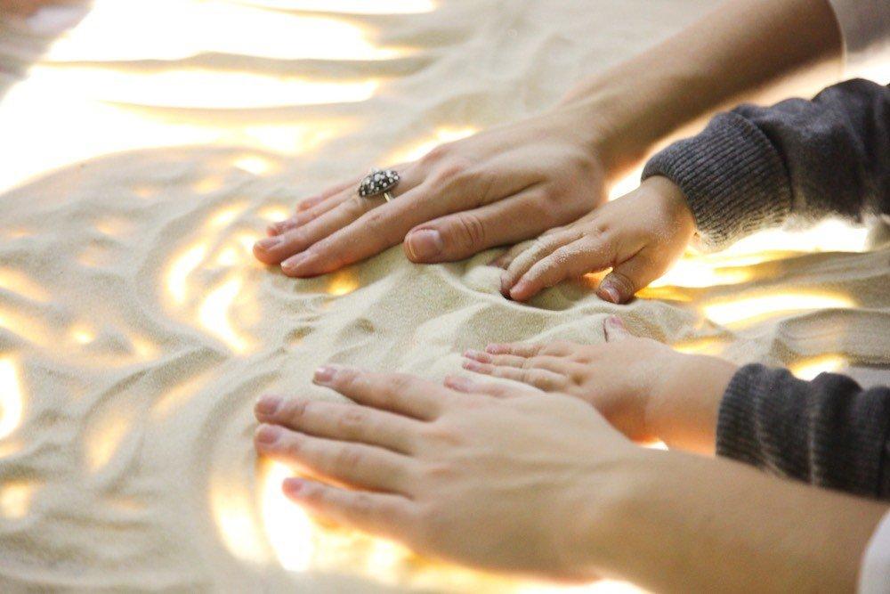 Песочная терапия для детей с картинкой