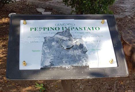 Vandalizzata la targa di Peppino Impastato al Cep, era stata installata solo ieri - https://t.co/0y92uZrPKT #blogsicilianotizie
