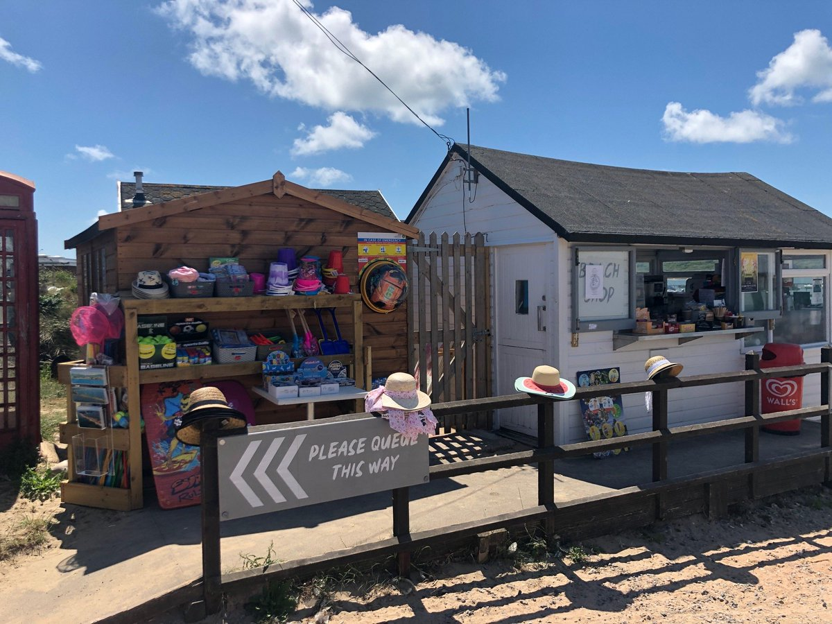 We've been working with the  @swasFT to launch new community defibrillators at The Hiker Café at Hengistbury Head and next to the Beach Shop on Mudeford Quay. You can see Defibrillators locations across the UK here:   http:// socsi.in/ccnXT    <br>http://pic.twitter.com/im32FBESJg