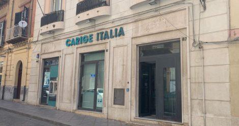 Due uomini armati di taglierino rapinano la banca Carige a Termini Imerese - https://t.co/lSbvD1feFv #blogsicilianotizie