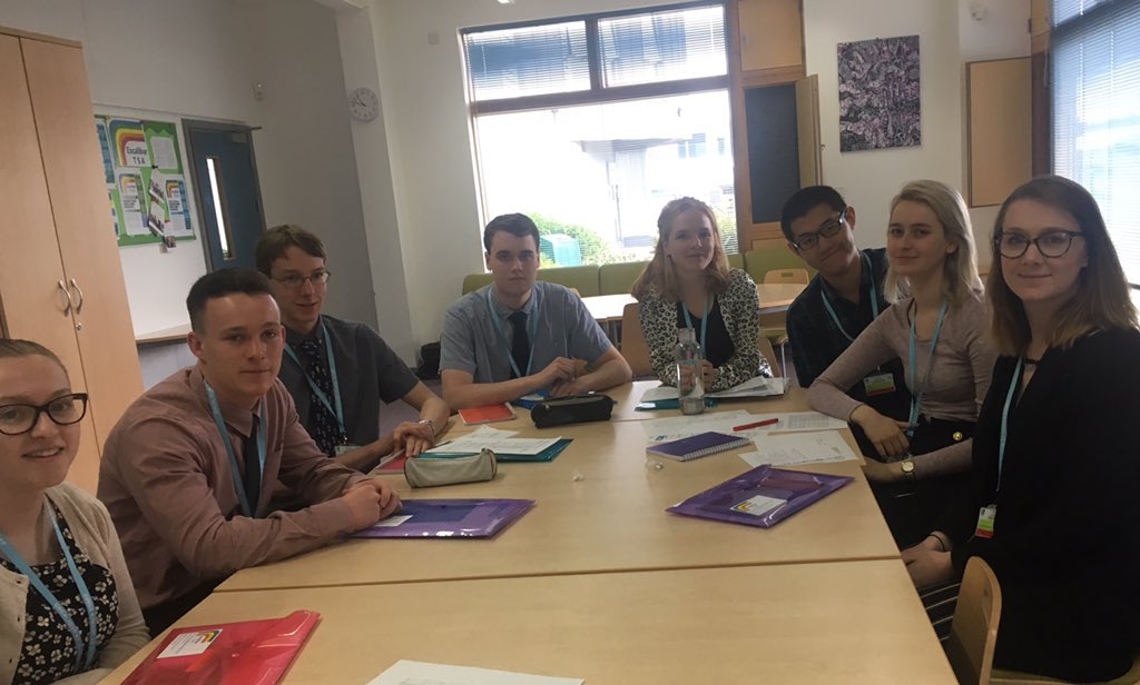 Day 2 of our 4 week STEM Teaching internship programme @StJohnsMarlb. Our amazing interns have completed their induction sessions and are now heading off for their first science and maths lesson observations @getintoteaching