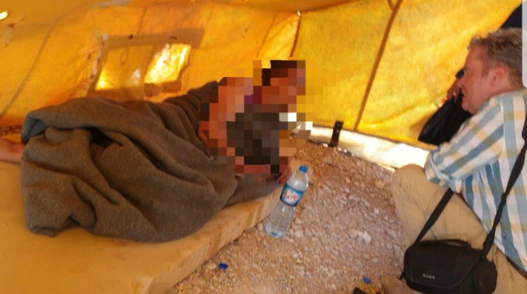 """test Twitter Media - 1/ Heftig dit. Ik ontmoette gisteren in Syrie zeer zieke NLse #IS-vrouw uit A'dam in Al-Hawl kamp. Naam: Umm Rayyan (echte naam bekend bij me). Ze ligt in tent, 1 voet kwijt, psychische problemen, volgens #IS-vrouwen is ze psychotisch. """"Ben zo blij iemand uit NL te zien,"""" zei ze. https://t.co/K6liNEOJat"""