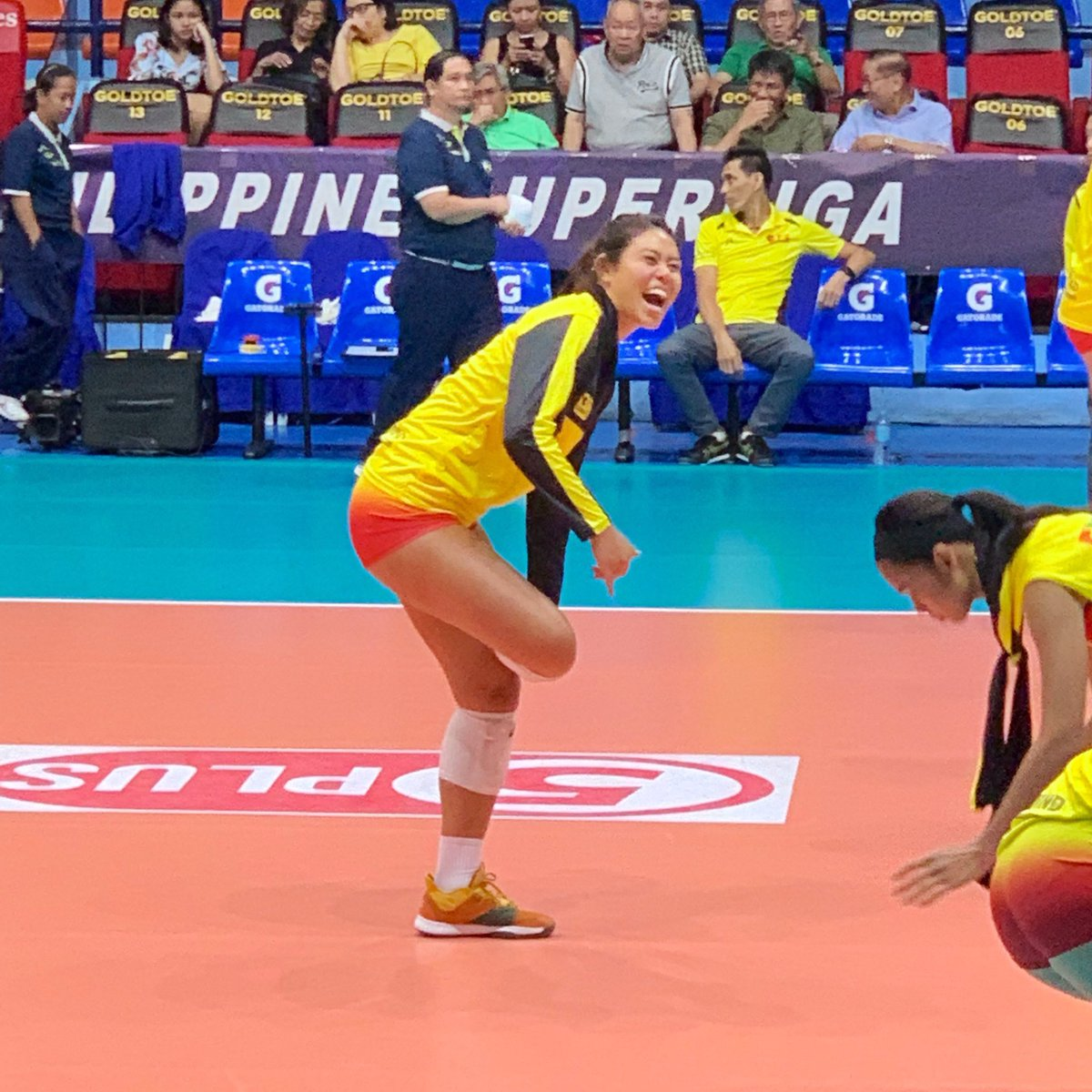 Kalei Mau looks happy wearing yellow for F2.  #PSLAFC #PSLAFC2019 @Leimau_  @SuperLigaPH    by @camillasaguin<br>http://pic.twitter.com/v0hYrQu6ip