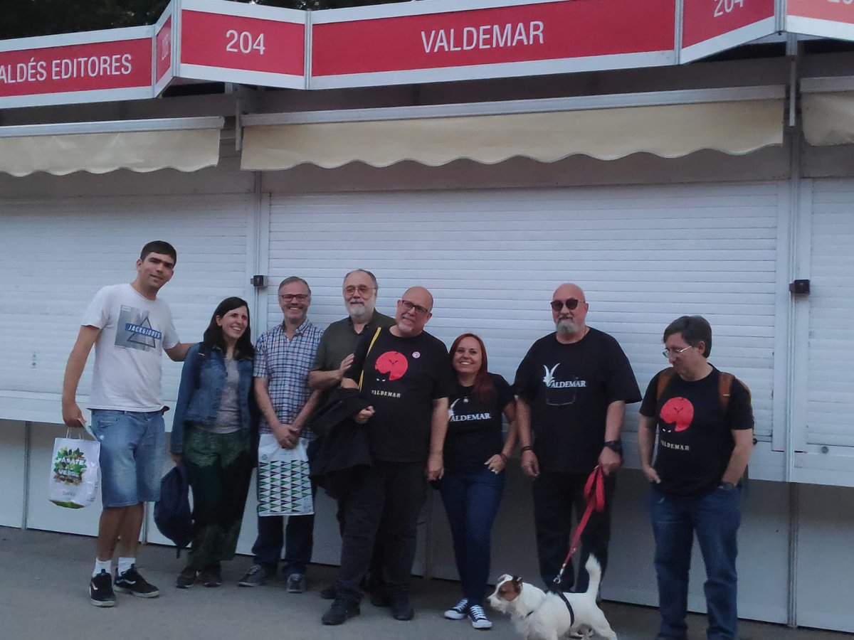 Buenos momentos de la Feria del Libro de Madrid @FLMadrid con la editorial Valdemar @ed_valdemar  y #JesúsPalacios 😈