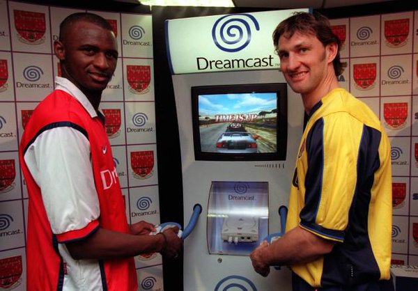 Patrick Vieira and Tony Adams promotion the Sega Dreamcast, 1999.<br>http://pic.twitter.com/4HgHMJcbhf