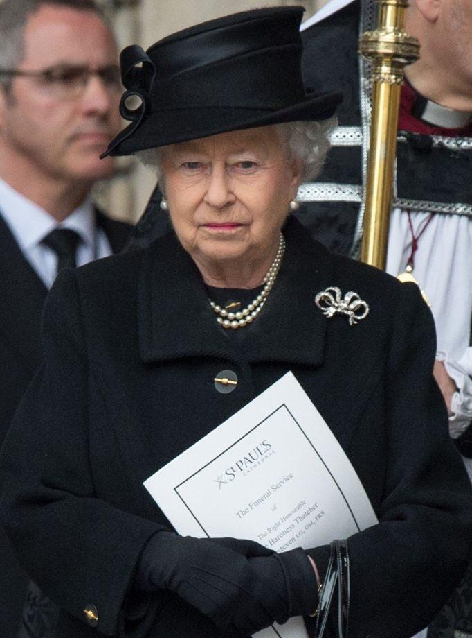 Imaginez que demain la Reine Elizabeth II D'ANGLETERRE mourrait. Voici ce qui va se passer à sa mort, un thread ⬇️⬇️⬇️⬇️⬇️⬇️⬇️⬇️