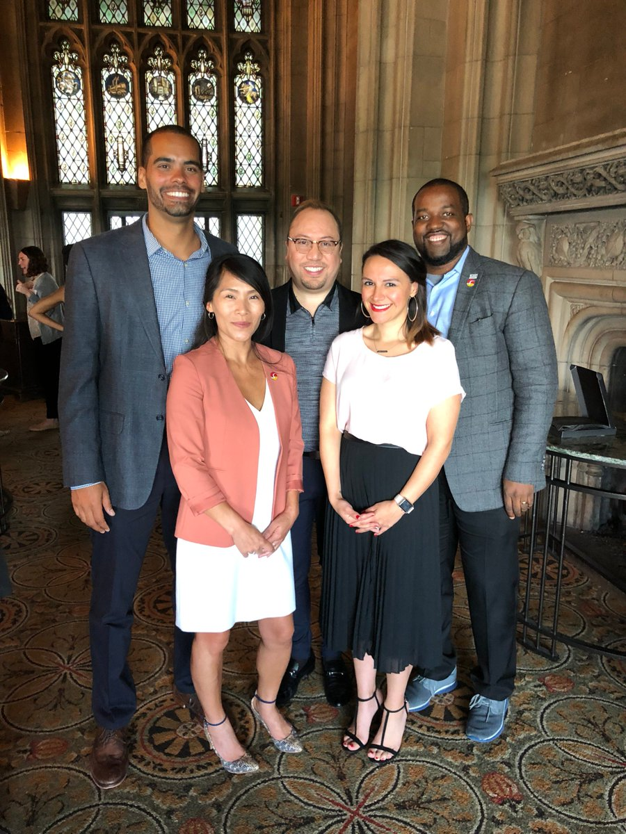 Congratulations to the 10 Agents of Change honored at this year's Chicago @edpioneers Luncheon, including Surge Alumna, LeShonne Segura, and current Surge Fellow, Nick Freeman! #SeeTheSurge #SurgeInstitute #SurgeFellowship #Education #EdLeaders #Community #AgentsOfChange<br>http://pic.twitter.com/pcR9cd9ewK