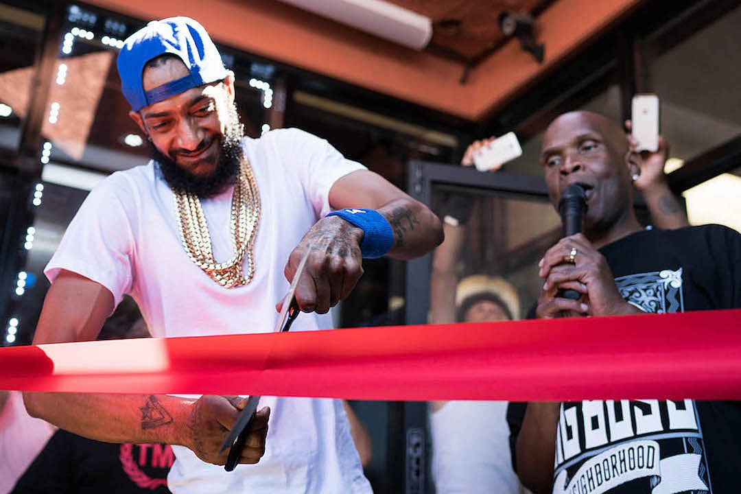 2 years ago, Nipsey Hussle opened up the first ever Marathon store in the Crenshaw District. <br>http://pic.twitter.com/kGrljktXFe