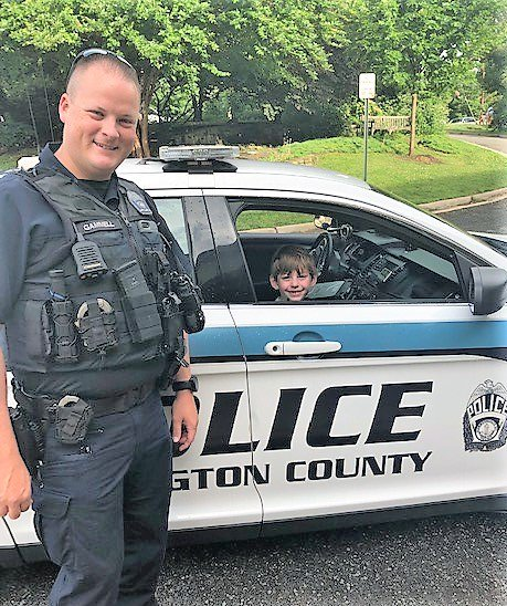 Arlington Police escorts a student to school - many thanks! <a target='_blank' href='http://twitter.com/ArlingtonVaPD'>@ArlingtonVaPD</a> <a target='_blank' href='http://twitter.com/APSVirginia'>@APSVirginia</a> <a target='_blank' href='https://t.co/QuWWYTiIzA'>https://t.co/QuWWYTiIzA</a>