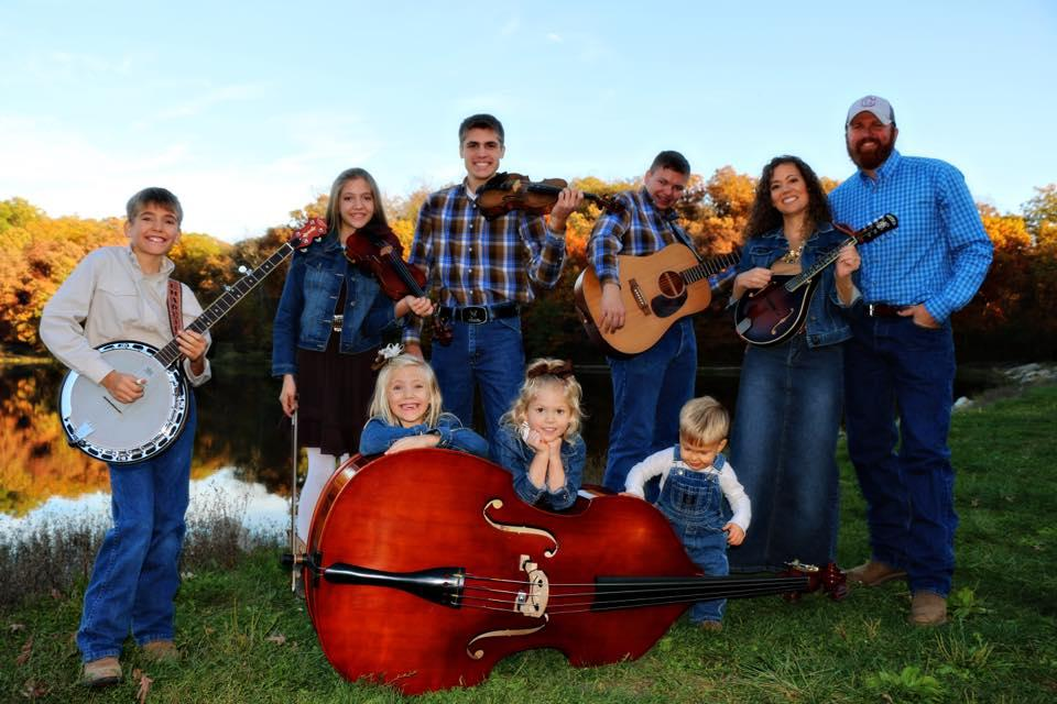 Sounds of the Campbell Family spread cheer -  Chillicothe, MO  https://www. chillicothenews.com/news/20190617/ sounds-of-campbell-family-spread-cheer  … <br>http://pic.twitter.com/ge09OfoyJP