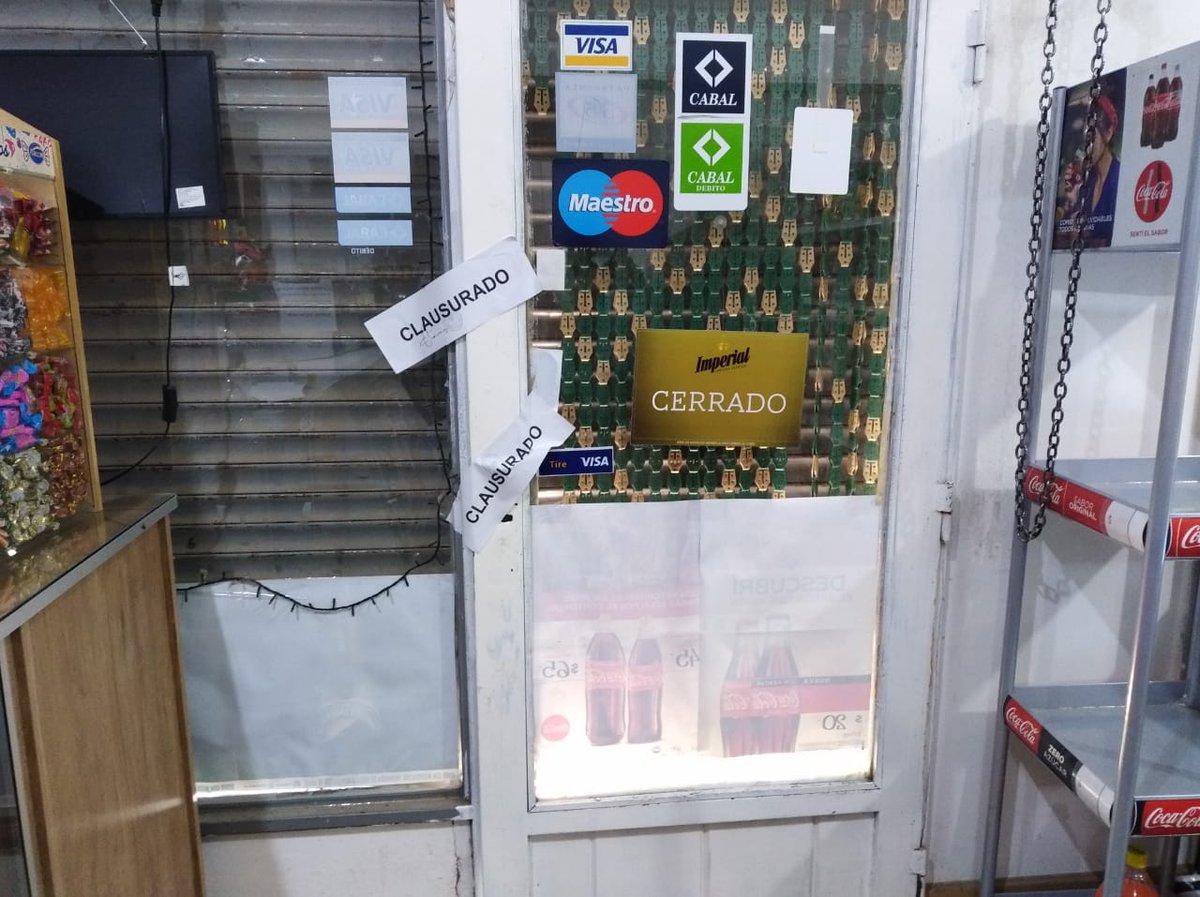 "#Dolavon | Por ""irregularidades"" clausuran comercio https://www.facebook.com/ElValleOnline/"
