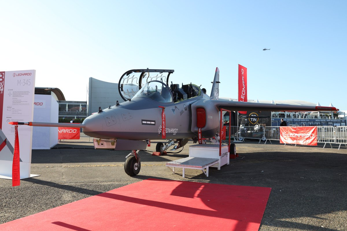 #Leonardo's #Aermacchi #M345 provides comprehensive basic & advanced flight #training for student #pilots that is scalable, innovative & can be customised based on specific needs. Come see our ✈️ in Static Area B6 at @salondubourget! #LeonardoPAS #PAS19 http://lnrdo.co/M345