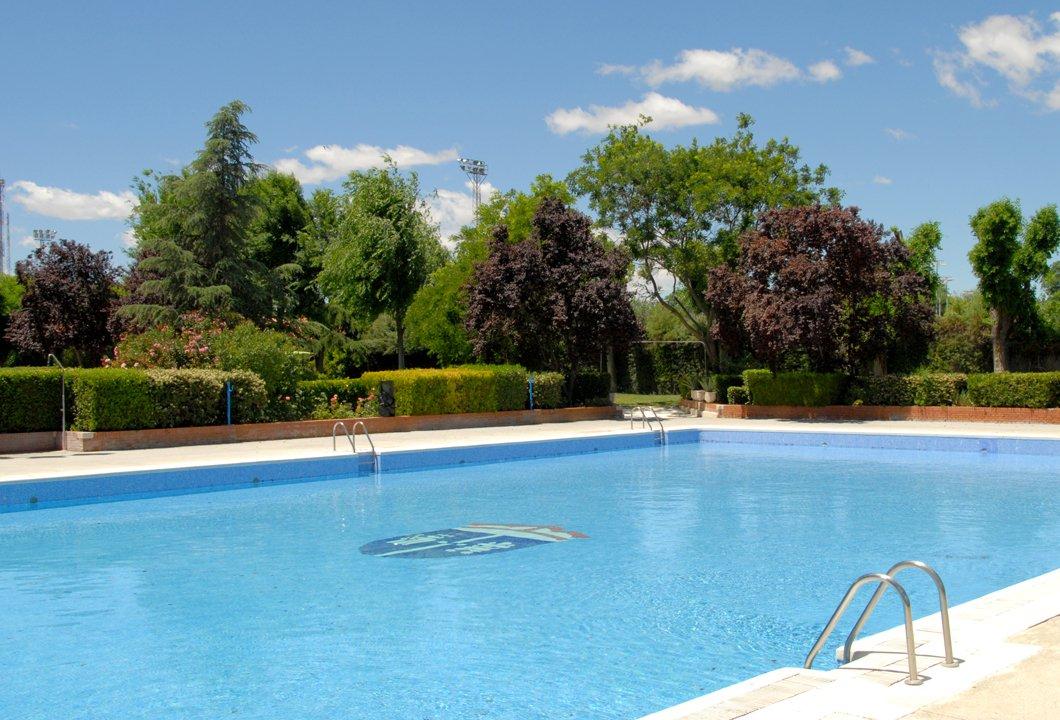 El 22 de junio se abrirá la piscina municipal al aire libre que estará operativa hasta el domingo 1 de septiembre. Serán 72 días en los que se podrá disfrutar de las instalaciones en distintos horarios según el tipo de uso que se desee hacer de ellas. http://ow.ly/LISy50uGMge