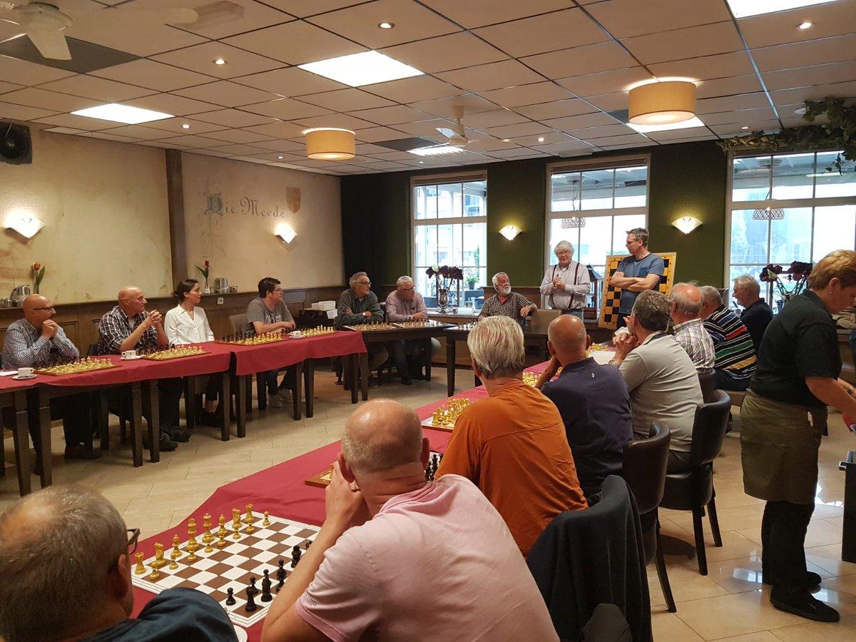 Wij waren ook dit jaar van de partij op de jaarlijkse afsluitende clubactiviteit van Schaakvereniging 't Paardje. Vele schakers namen het op tegen simultaangever Hein Piet van der Spek met een KNSB ELO-rating van 2091! #sponsor #schaakvereniging Meer info: https://t.co/gxF7eDcwPs