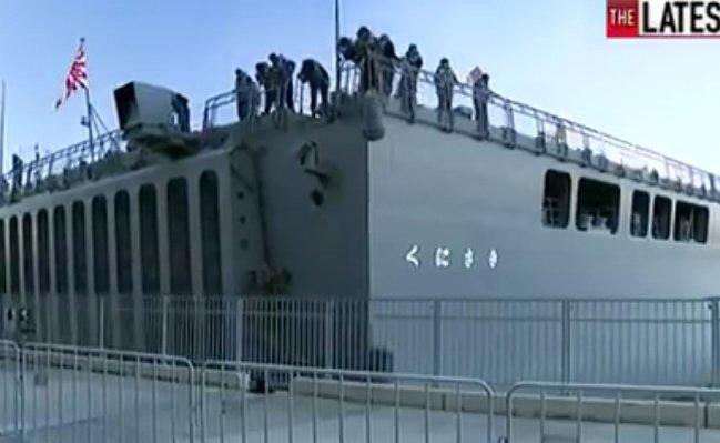 【海自】輸送艦「くにさき」、オーストラリアのブリスベンで岸壁に衝突
