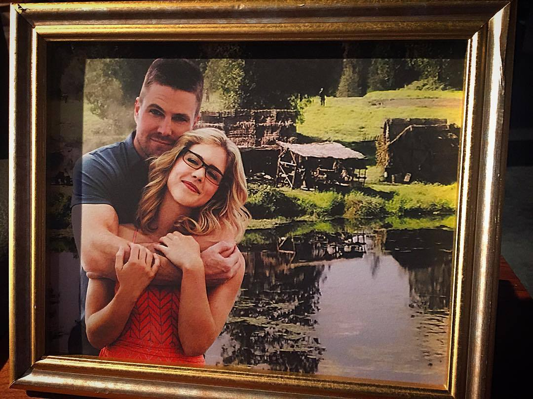 It's missing them day ... #Olicity <br>http://pic.twitter.com/IzkZsYP7WM