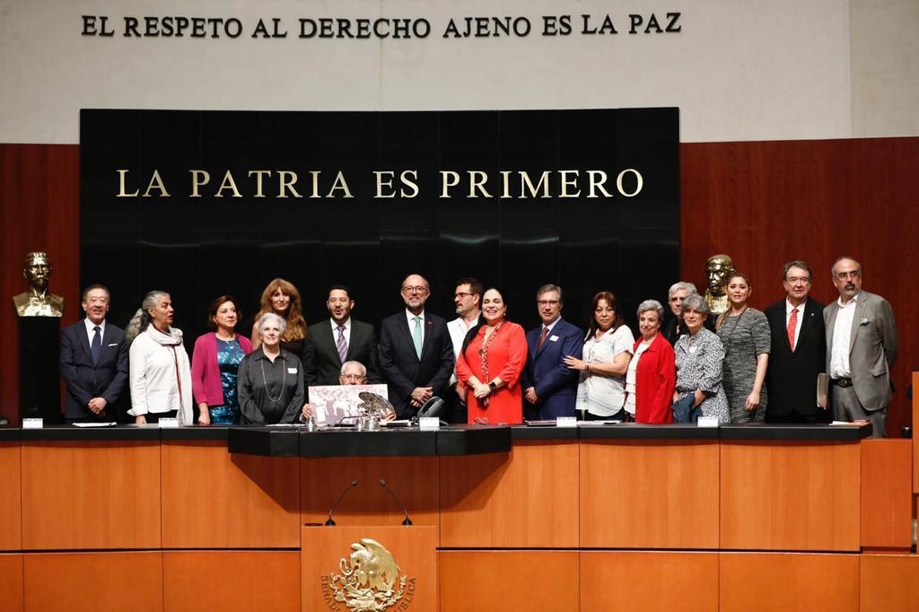 Sesión solemne en el Senado de la República en homenaje al Exilio Español en México, en la tarde de hoy. Muy merecido.